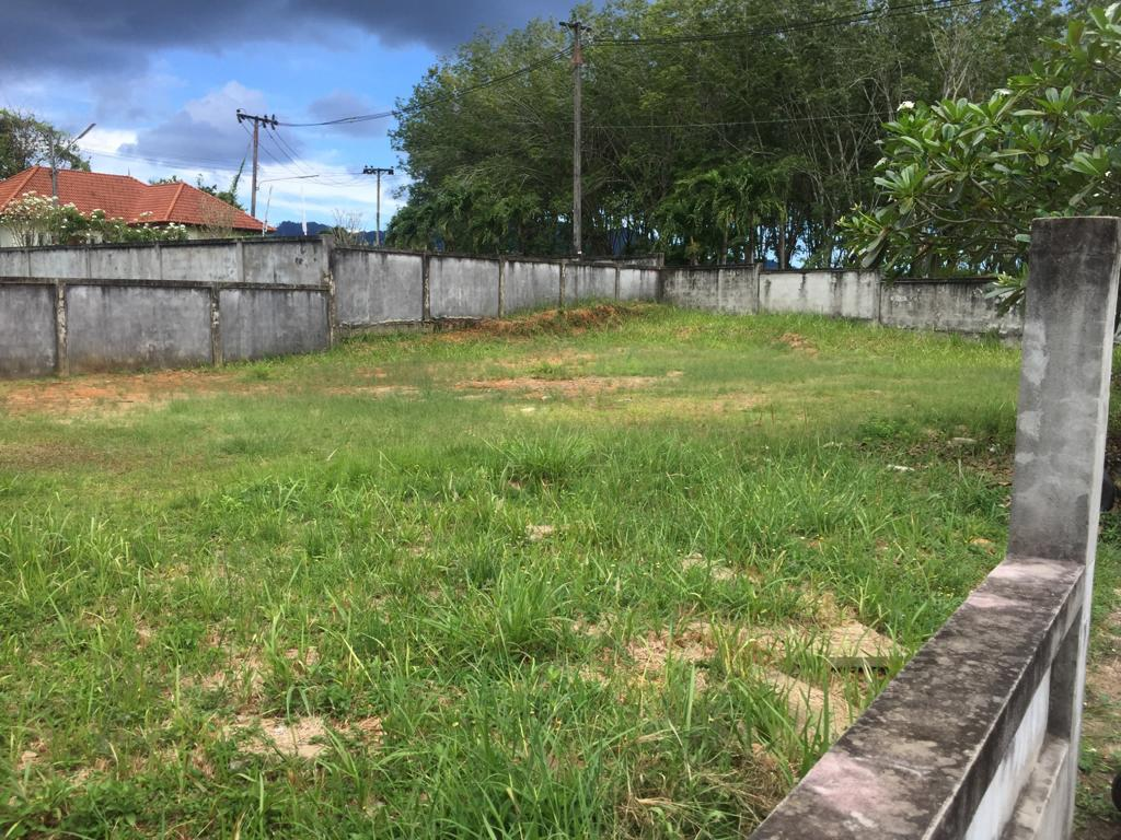 Phuket Land Plot for Sale for 3/4 Bedroom House in Talang – THB2,550,000