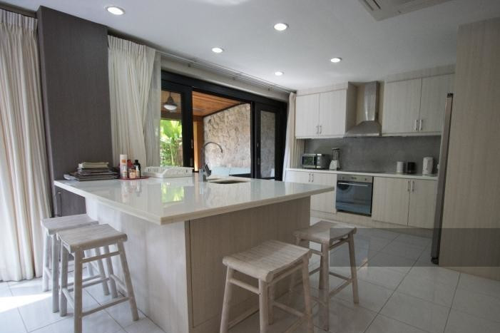 3-bed-apartment-beach-front-bang-tao-phuket-5